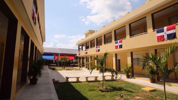 Medina entrega 69 nuevas aulas en Samaná para jornada extendida