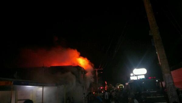 Incendio consume cartonera en Los Guaricanos