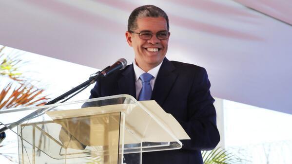 Amarante Baret proclama candidatura presidencial en Santiago