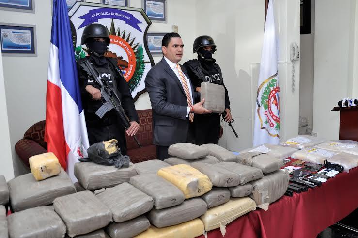 Ocupan 15 paquetes de cocaína y 49 pacas de marihuana