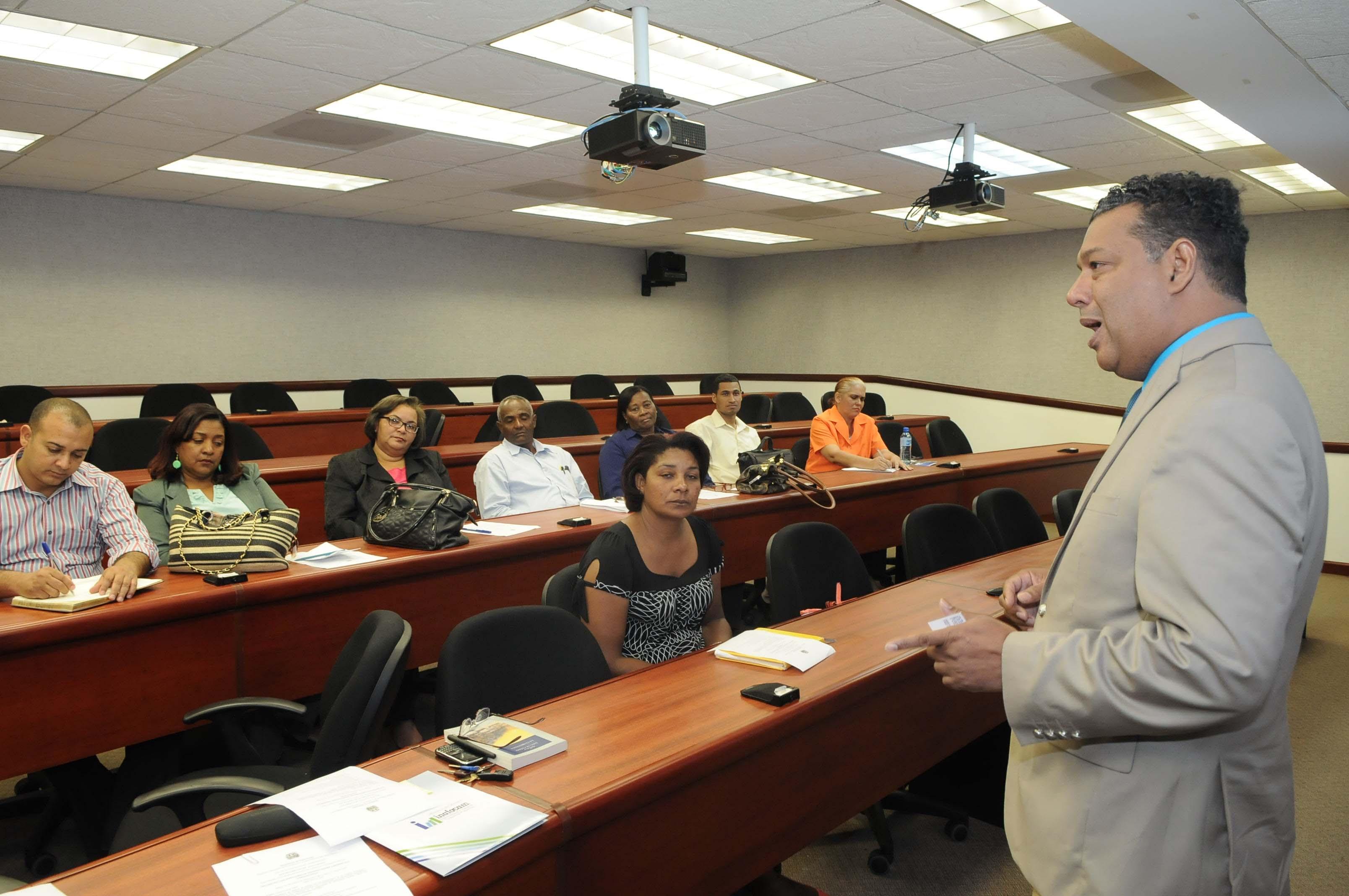 Inafocam se reúne con directores de centros educativos