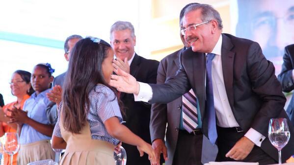 Medina inaugura  65 nuevas aulas en Barahona