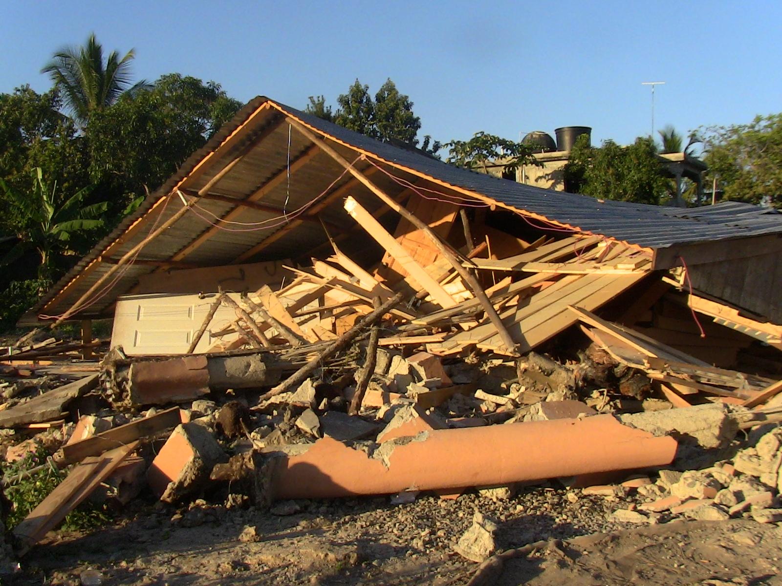 Desalojan residentes en un sector de Boca Chica