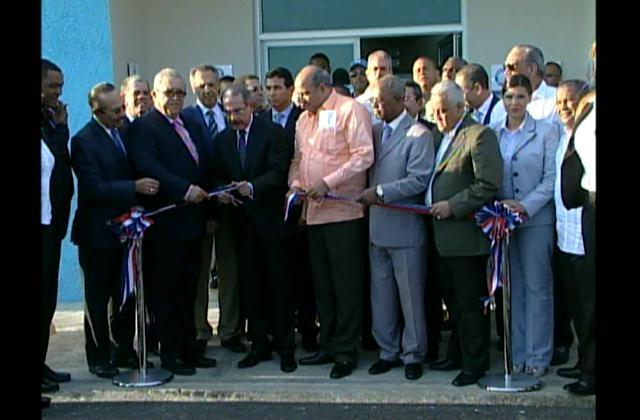Presidente Medina inaugura dos nuevas escuelas en La Romana
