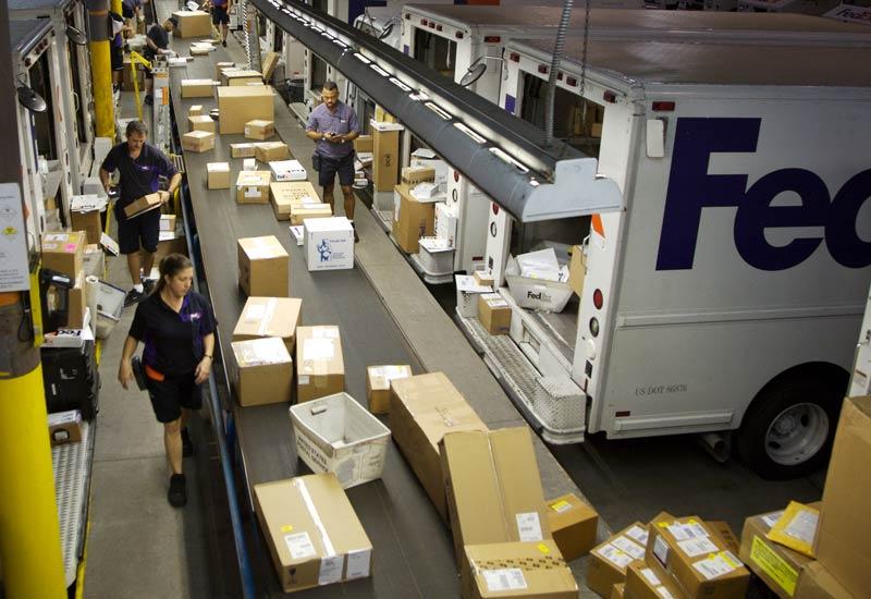 Fiscalía de NY demanda a FedEx por transporte ilegal cigarrillos