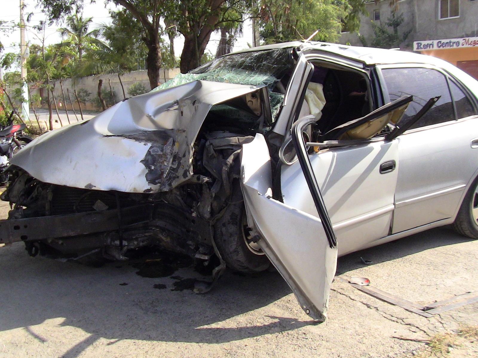 Al menos cuatro heridos en accidente en Boca Chica