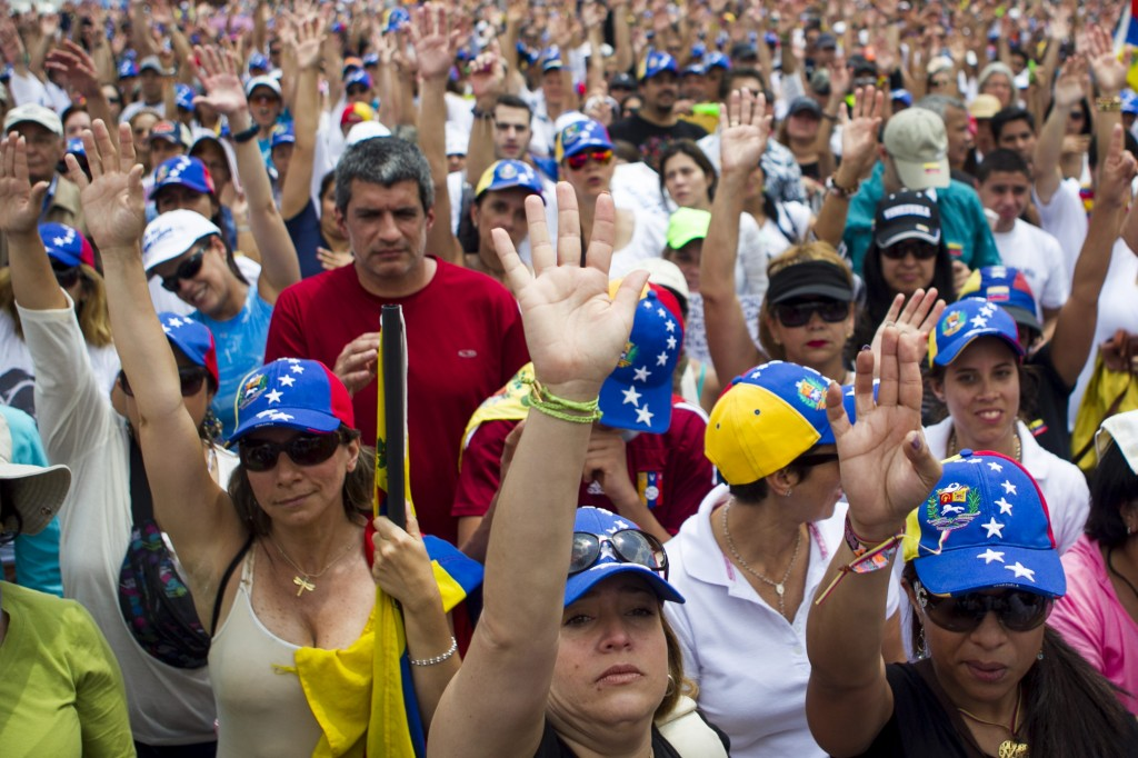 Sectores estudiantiles venezolanos exigen libertad de detenidos para dialogar