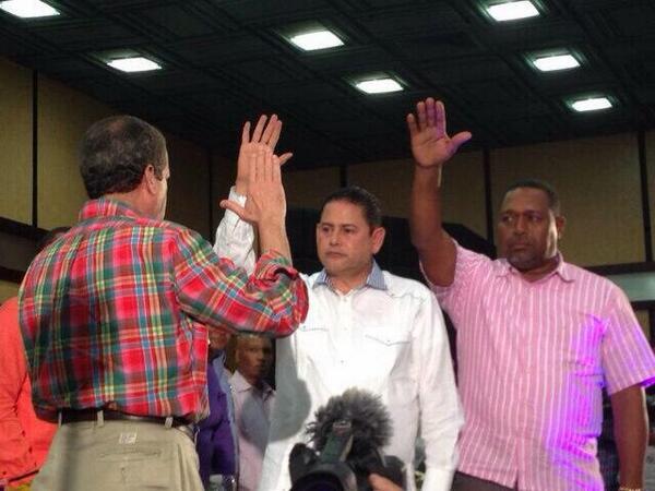 Ex senador Mario Torres deja al PRD y se juramenta con Reinaldo