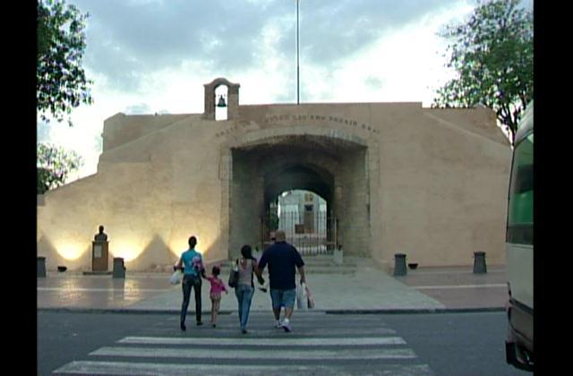 Opiniones encontradas respecto a restauración de la  Puerta del Conde