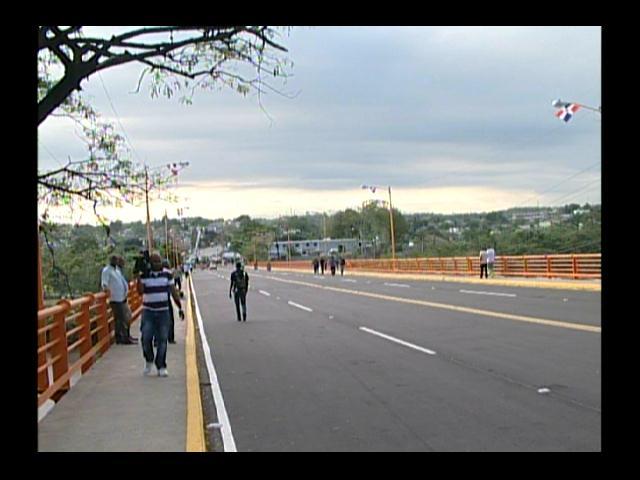 Reabren puente sobre el río Haina luego de un mes y ocho días de reparación