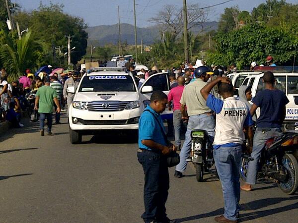 Paralizan comunidades de Santiago en reclamo de obras