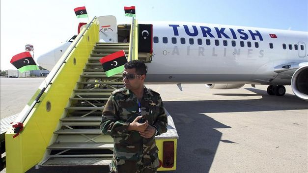 Suspendido el tráfico aéreo en aeropuerto de Trípoli tras dos explosiones
