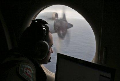 Australia suspende búsqueda de avión malasio a causa del mal tiempo