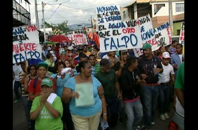 Cientos de personas marchan contra explotación de Loma Miranda