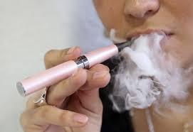 Estudio niega que cigarrillos electrónicos ayuden a dejar de fumar
