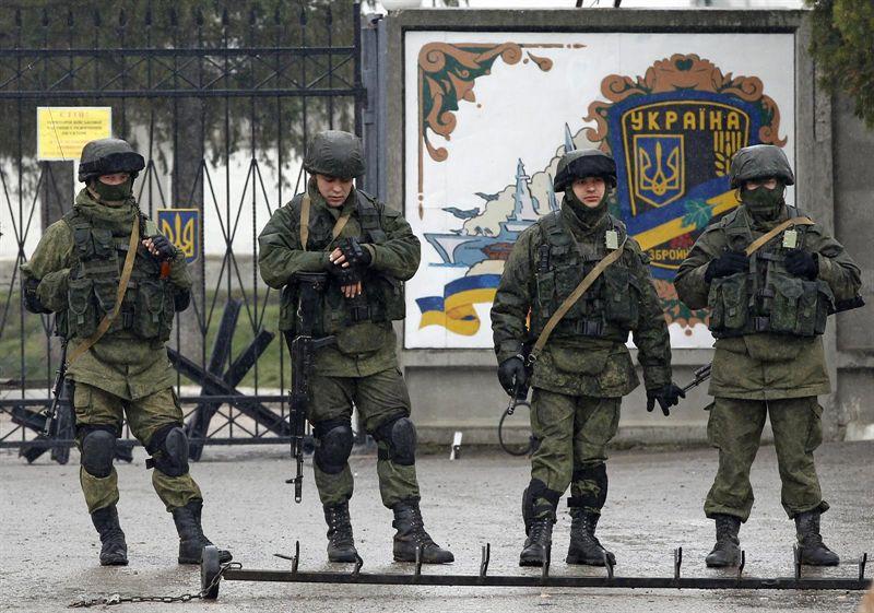 Tropas rusas toman otra unidad ucraniana en Crimea