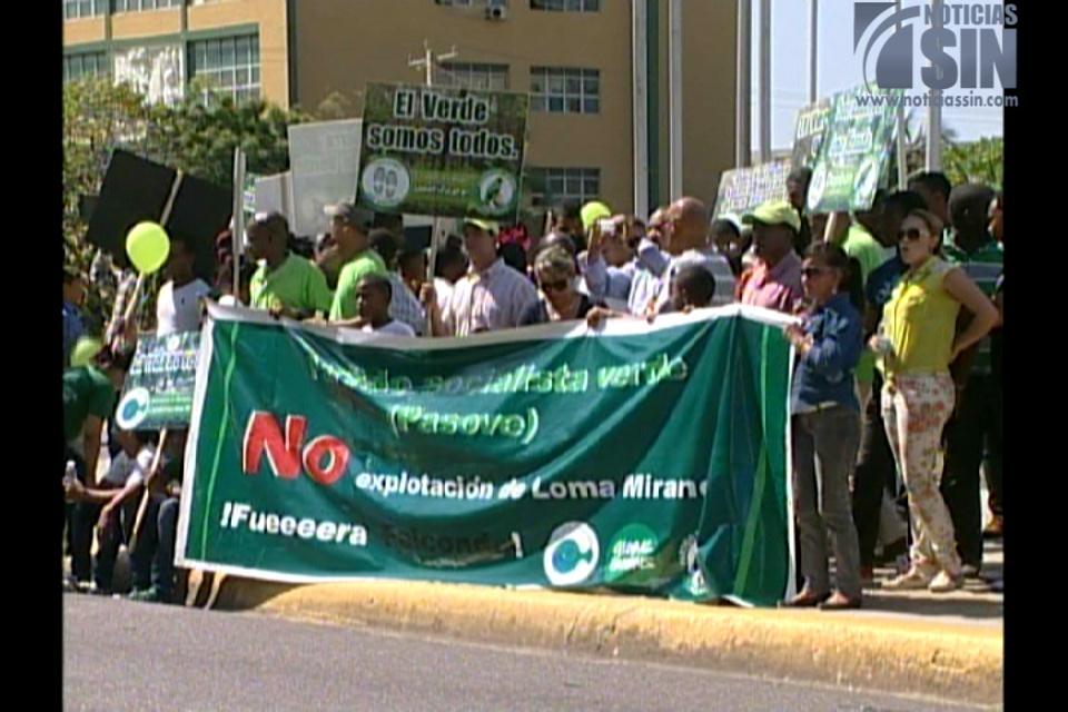 Partido marcha en rechazo a la explotación de Loma Miranda