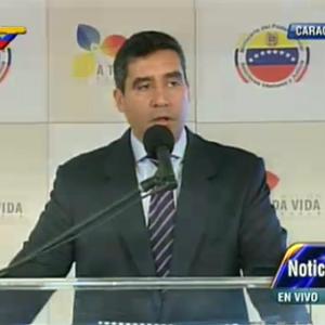 Ministro venezolano dice Estado defiende a mayorías tras detención alcaldes