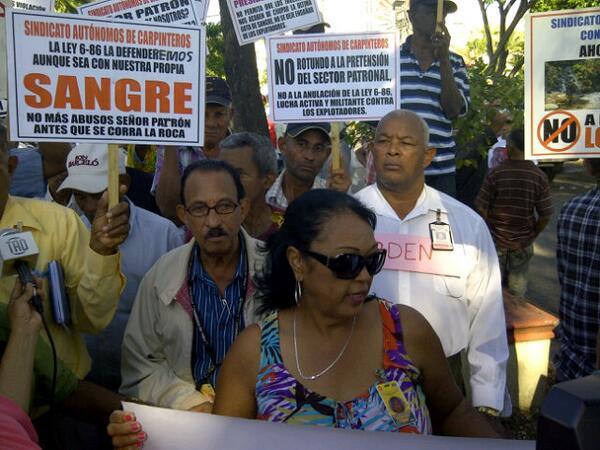 Obreros de Santiago marchan en rechazo se elimine Ley de Pensiones
