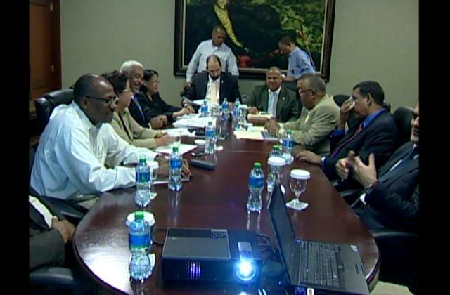 Comisión estudia ley de partidos políticos enfrenta criterios sobre el tema