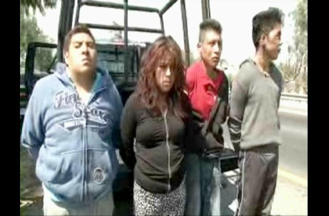 Pasajeros de autobús evitan ser víctimas de banda de atracadores en México
