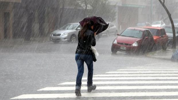 Unos 2.000 evacuados en Argentina por un temporal de lluvia y viento