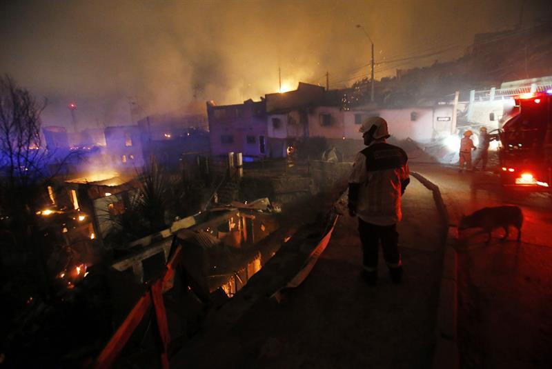 Incendio deja al menos 11 muertos en Chile