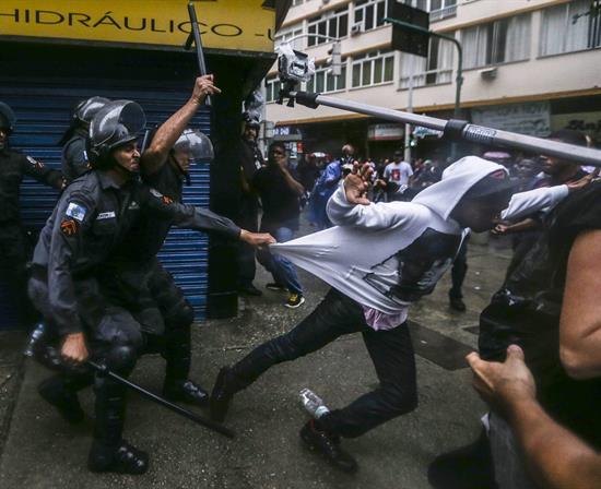 Copacabana registra nuevos incidentes en protesta por muerte de un bailarín