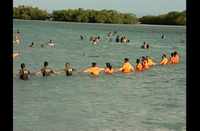 Atienden varias personas en estado de embriaguez en playa Boca Chica