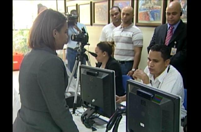 Presidente JCE pide paciencia a quienes acuden a proceso de cedulación