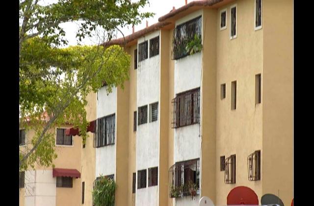 Residentes en Mirador Sur se niegan a construcción de centro de estudios privados en la zona