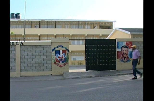 Paralizan docencia en 58 escuelas de Haina por falta de pago
