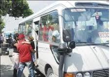 Sindicatos de choferes en Boca Chica se enfrentan por parada de autobuses