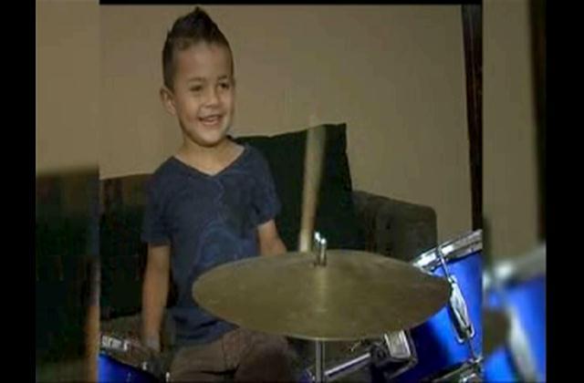 Niño de cuatro años sorprende a todos por sus habilidades musicales