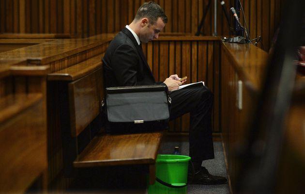 Trabajador social del Estado recomienda que Pistorius cumpla condena en casa