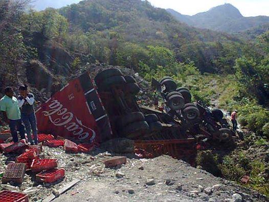 Muere hombre al caer patana de la Coca-Cola al vacío