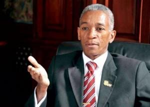 Rector de la UNEV dice  podría haber sectores poderosos detrás de protestas