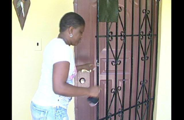 Dominicanos que viajarán en Semana Santa toman medidas de seguridad
