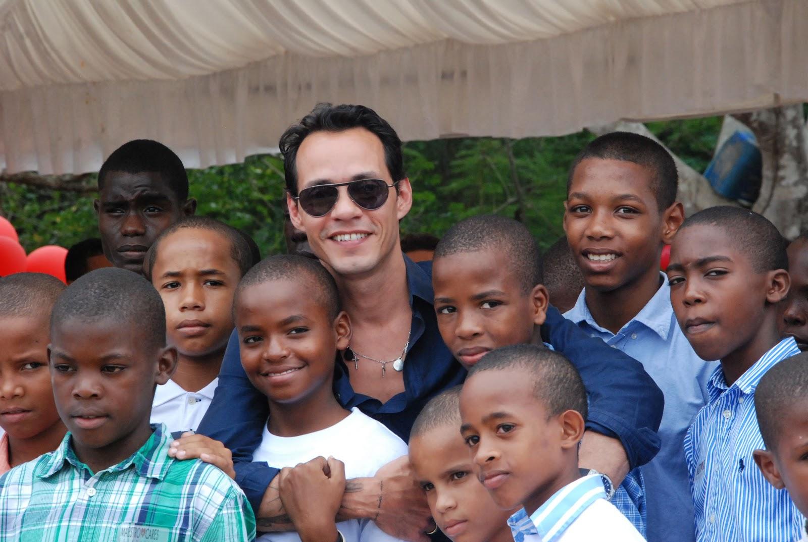 Marc Anthony inaugura orfanato en La Romana