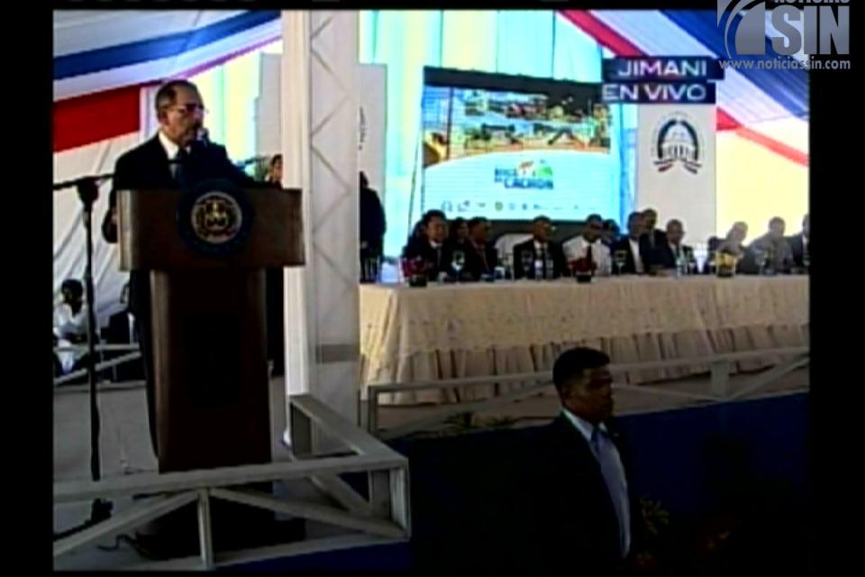 En Boca de Cachón no entrará nadie que no esté en el censo, advierte Danilo Medina