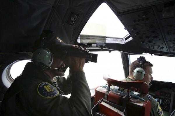 Reanudan rastreo submarino en el Índico en busca del avión malasio