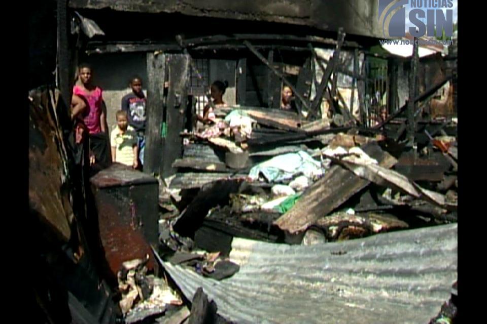 Incendio consume vivienda en Sector La Zurza