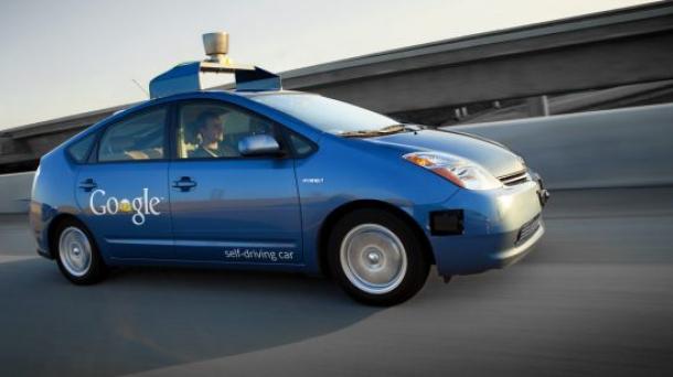 Vehículo sin conductor de Google progresa y ya puede circular por ciudad