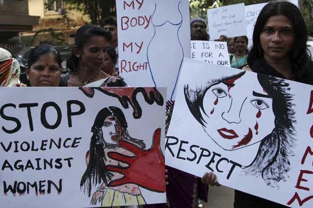 Condenan a 24 hombres por violar unas sesenta veces a una joven en la India