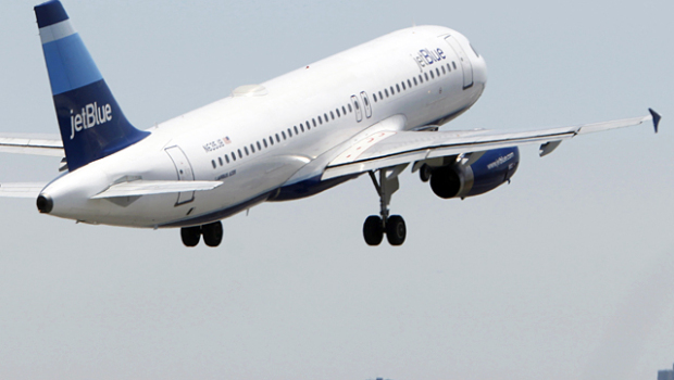 Cinco heridos leves en aterrizaje forzoso de avión Jet Blue en Jamaica