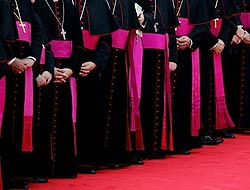Obispos dicen que cristianos son perseguidos en O. Medio como otros muchos