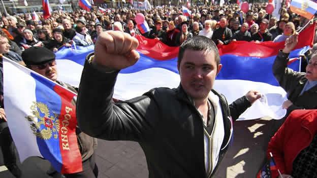 Miles de personas protestan contra la intervención rusa en Ucrania