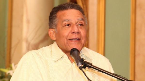 Presidente Medina felicita a Juan Bolívar Díaz por Premio Nacional Periodismo