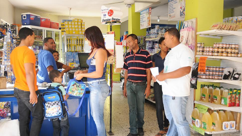 """Comerciantes """"hacen su agosto"""" con la construcción de escuelas para la Tanda Extendida"""