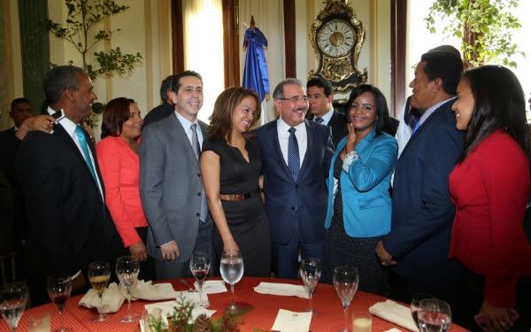 Danilo Medina felicita a los periodistas; dice merecen reconocimiento colectivo